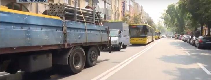 Вкладники погорілих банків перекрили транспортну артерію Києва (ФОТО) - фото 2
