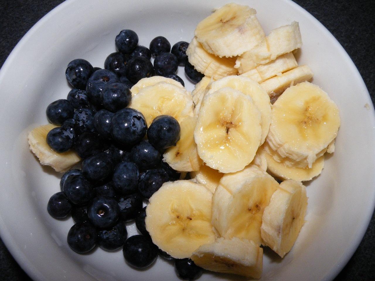 Шість продуктів, які полегшують ранкове похмілля - фото 1