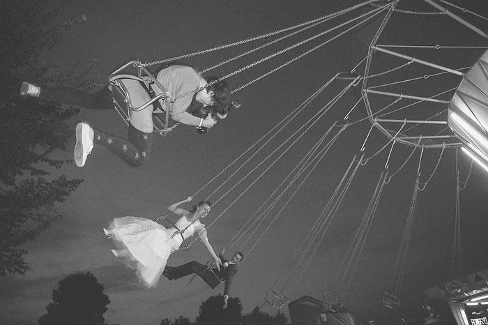 ТОП-8 весільних фотографів, яким доводиться лізти в багнюку і під спідницю - фото 3
