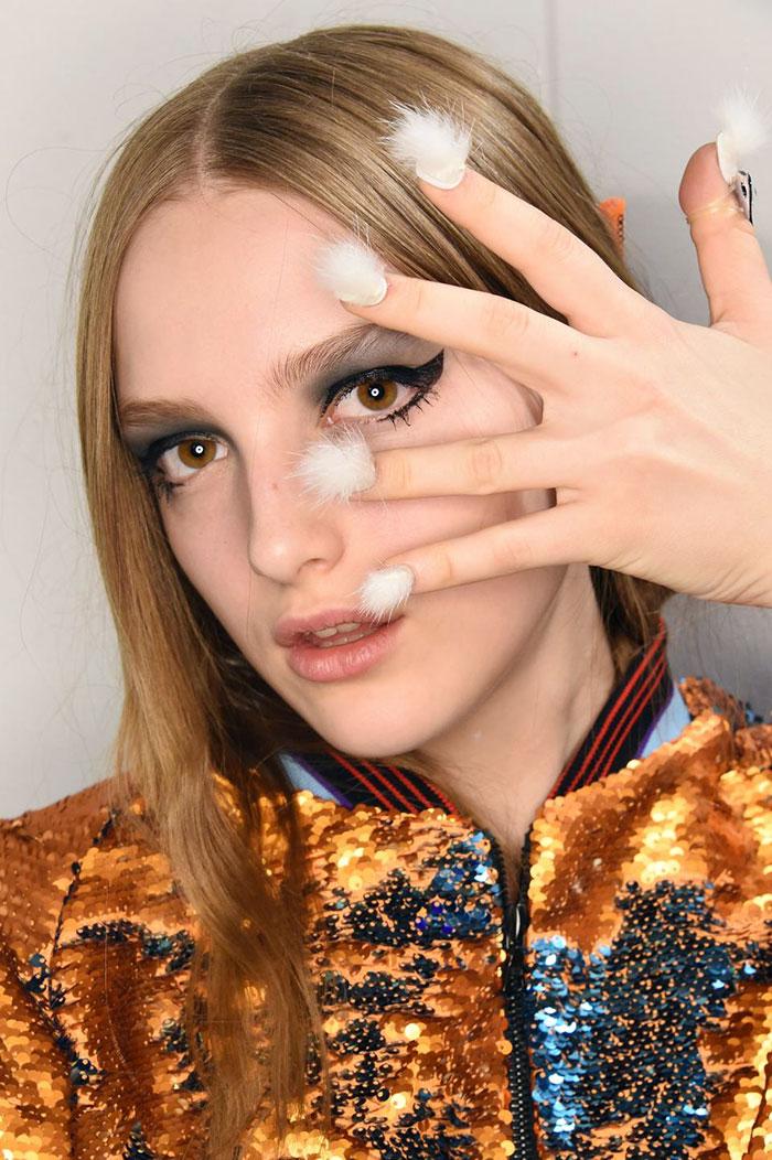 """""""Волохаті"""" нігті стають головним трендом цього року  - фото 6"""