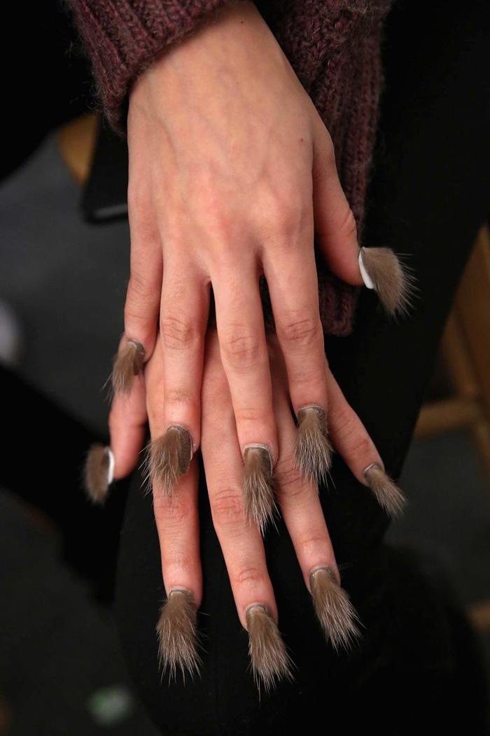 """""""Волохаті"""" нігті стають головним трендом цього року  - фото 4"""