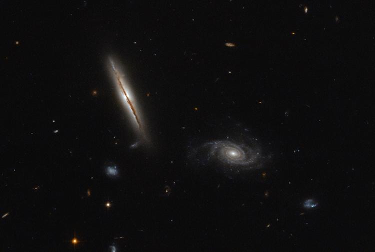 Хаббл передав на Землю фото незвичайної спіральної галактики - фото 1
