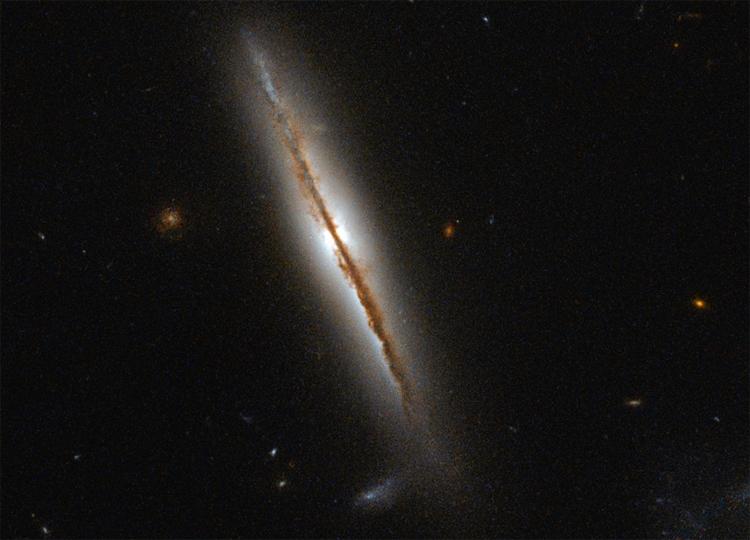 Хаббл передав на Землю фото незвичайної спіральної галактики - фото 2