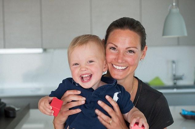 Жінка з трансплантованою маткою вперше народила дитину - фото 1