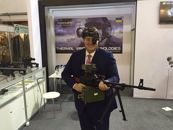 Геращенко-термінатор узявся за кулемет (ФОТОФАКТ) - фото 1