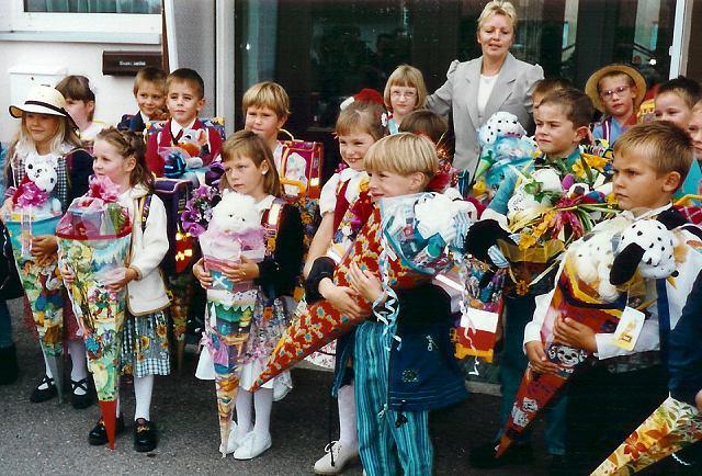День знань: у всьому світі свято для дітей, а в нас – як на Росії - фото 3