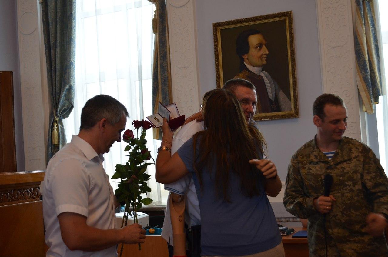 Не відсижувались по норах: у Миколаєві нагородили АТОшників та волонтерів - фото 2