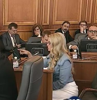 """Стильна і зла: Тимошенко вразила новим """"луком"""" - фото 2"""
