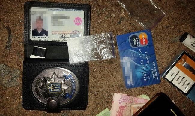 У Києві викрили поліцейських, що займалися наркобізнесом - фото 1