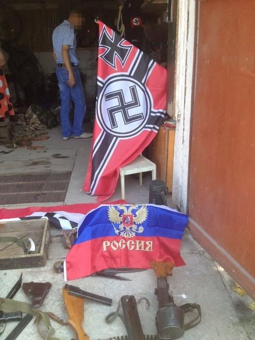 На Херсонщині у росіянина знайшли сепарський схрон зі зброєю та свастикою  - фото 2
