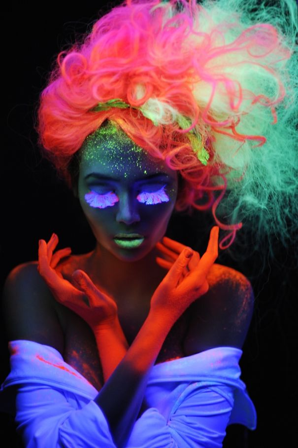 Новий тренд волосся, яке світиться у темряві, підірвав інтернет  - фото 3