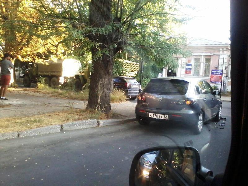 """Окупанти на """"Граді"""" влаштували ДТП в Сімферополі (ФОТО) - фото 1"""