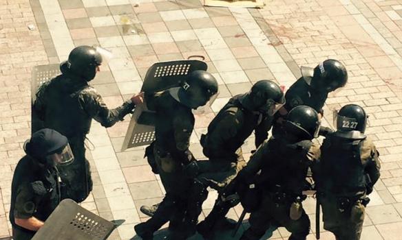 У міліціонерів під Радою кинули бойову гранату (ФОТО) - фото 5