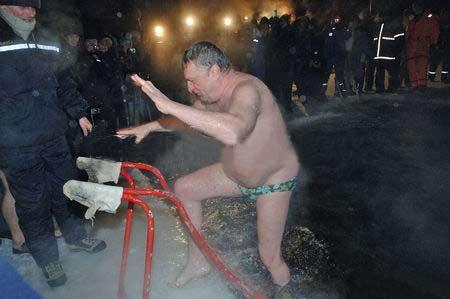 Як політики мочили голе тіло в ополонці - фото 20