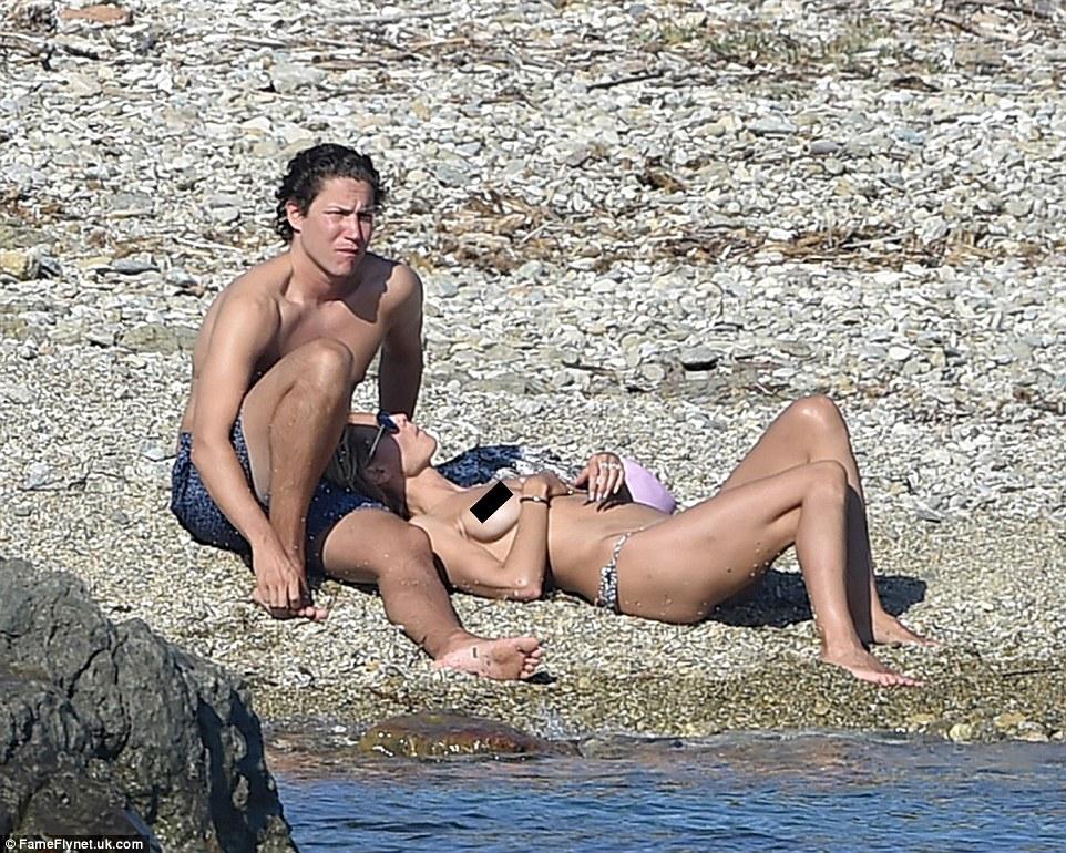Як Хайді Клум з голими цицьками розважається з бойфрендом на пляжі  - фото 3