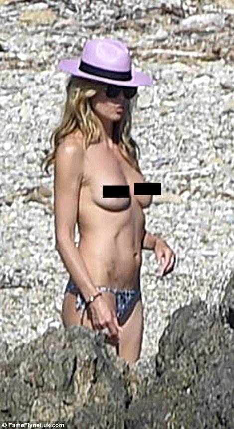 Як Хайді Клум з голими цицьками розважається з бойфрендом на пляжі  - фото 5