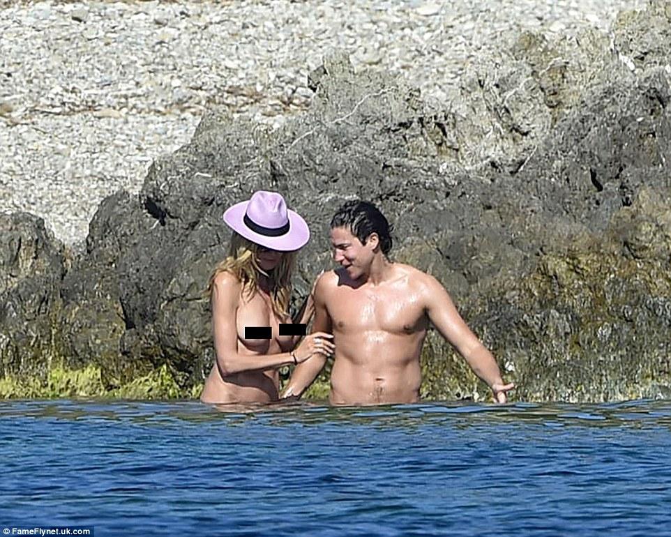 Як Хайді Клум з голими цицьками розважається з бойфрендом на пляжі  - фото 1