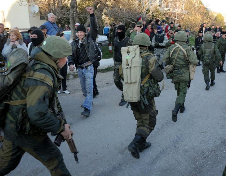 Хроніки окупації Криму: харчова паніка та ганебна присяга в масках - фото 1