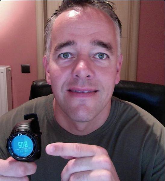 Прес-секретар НАТО показав свій годинник після скандалу з Пєсковим (ФОТО) - фото 1