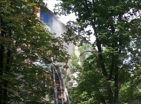 У Харкові півтора десятка пожежних гасили палаючу п'ятиповерхівку - фото 2