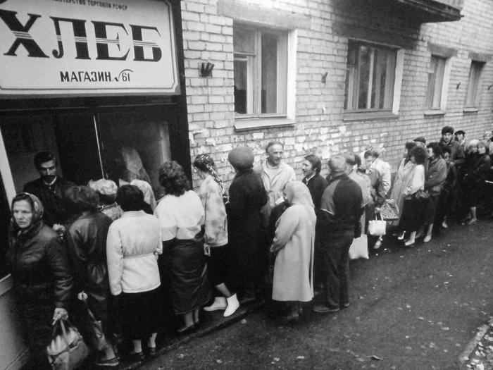 Навіщо українцям нав'язують ностальгію за