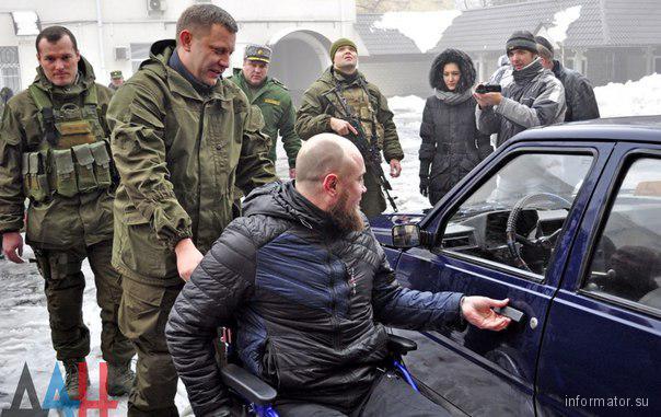 Блиск та злидні Донбасу: як жебракують люди та жирують бойовики в зоні АТО - фото 19