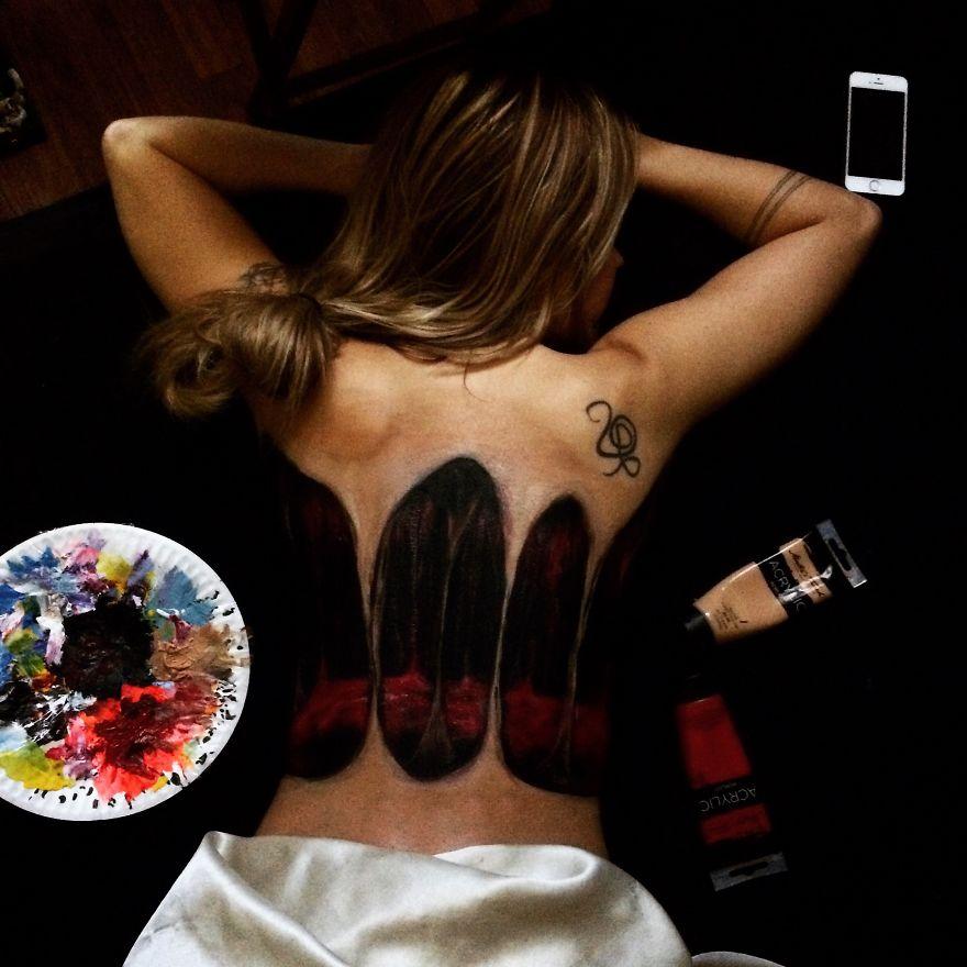 Як художниця малює вражаючі 3D-картини на спині своєї дівчини - фото 1