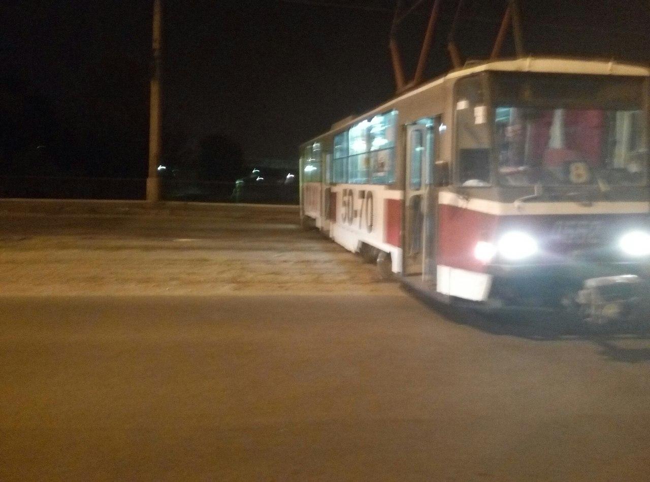 У Харкові трамвай злетів із рейок та перекрив вулицю - фото 2