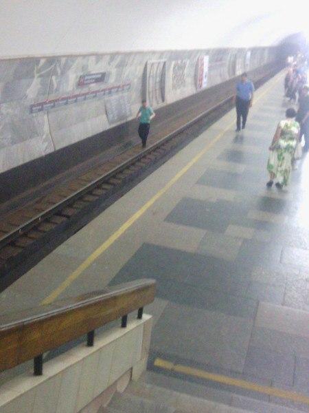 У харківській підземці чоловік опинився на рейках  - фото 1
