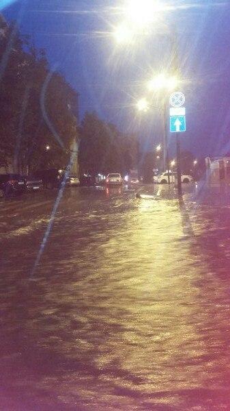 Злива перетворила Харків на Венецію (ВІДЕО, ФОТО)   - фото 2