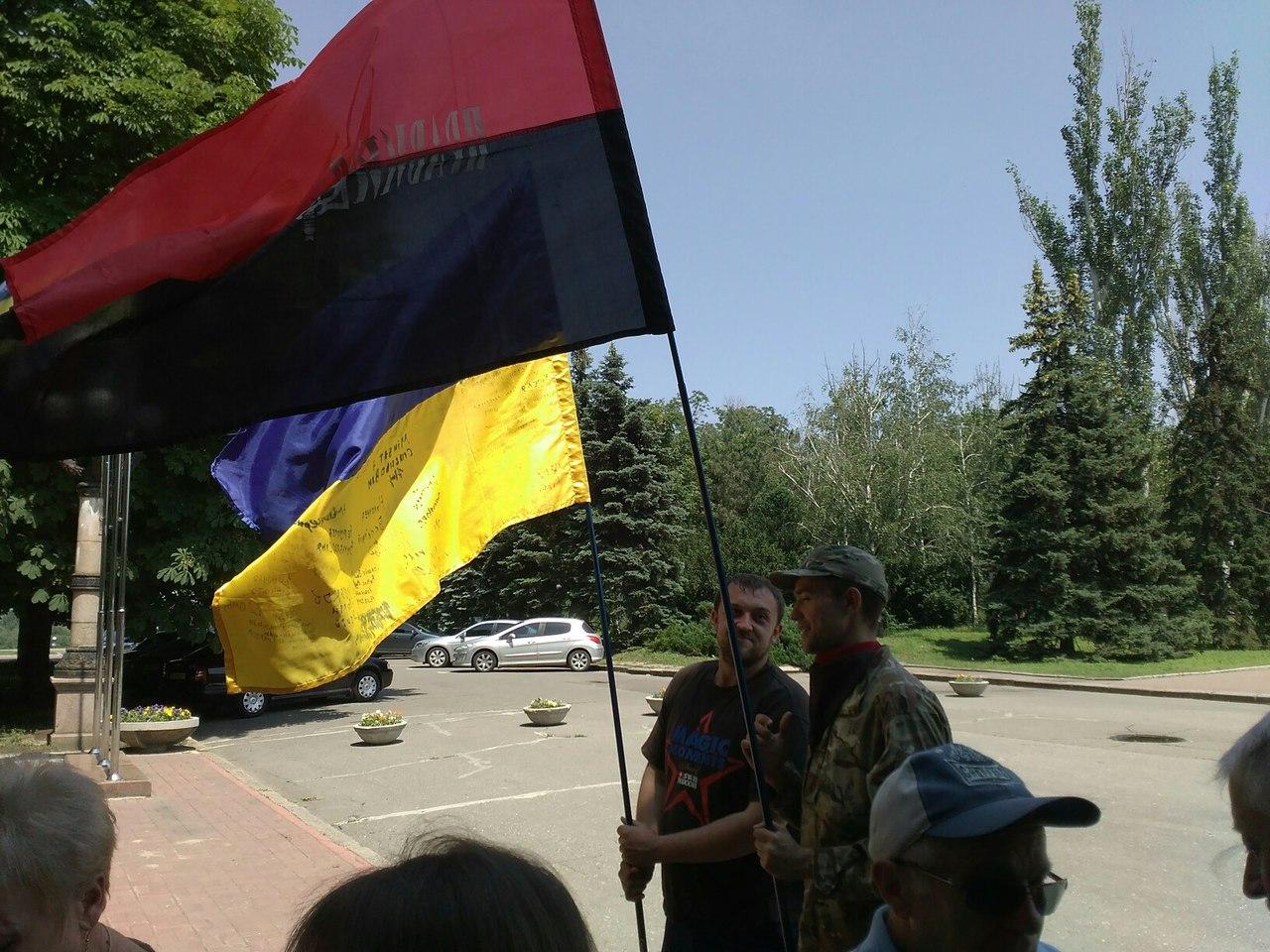 У Миколаєві під міськрадою зібрався пікет проти головної сепаратистки міста - фото 3