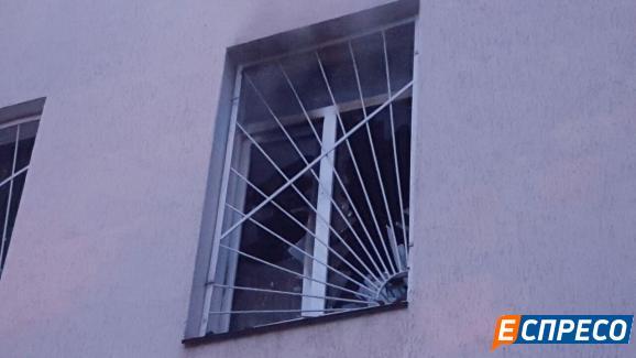 У Києві горіла будівля суду - фото 2