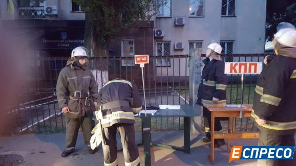 У Києві горіла будівля суду - фото 3