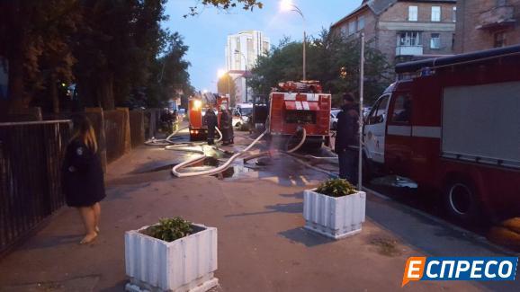 У Києві горіла будівля суду - фото 6