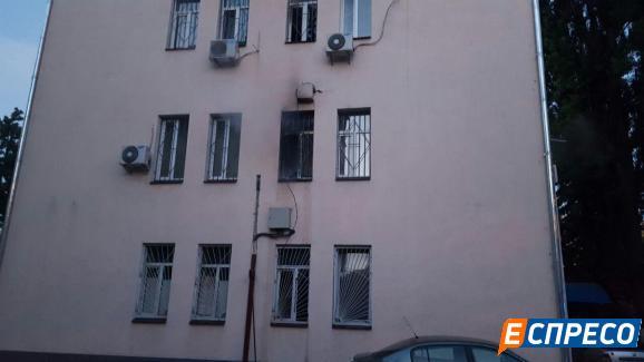 У Києві горіла будівля суду - фото 7