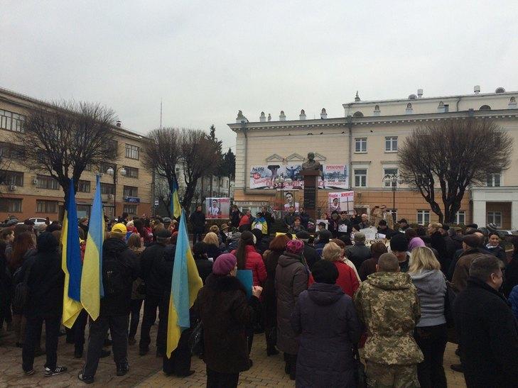 Вінничани вийшли на Майдан, щоб підтримати Надію Савченко - фото 1
