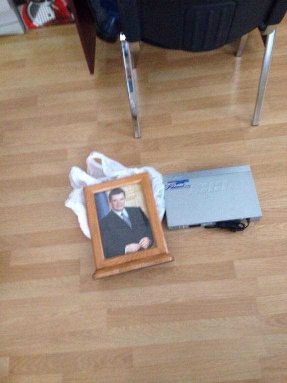 Харківського суддю-хабарника із портретом Януковича судитимуть на Полтавщині - фото 1