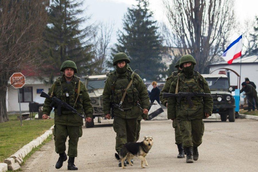 Хроніки окупації Криму: українські військові вже готові стріляти в окупантів - фото 14