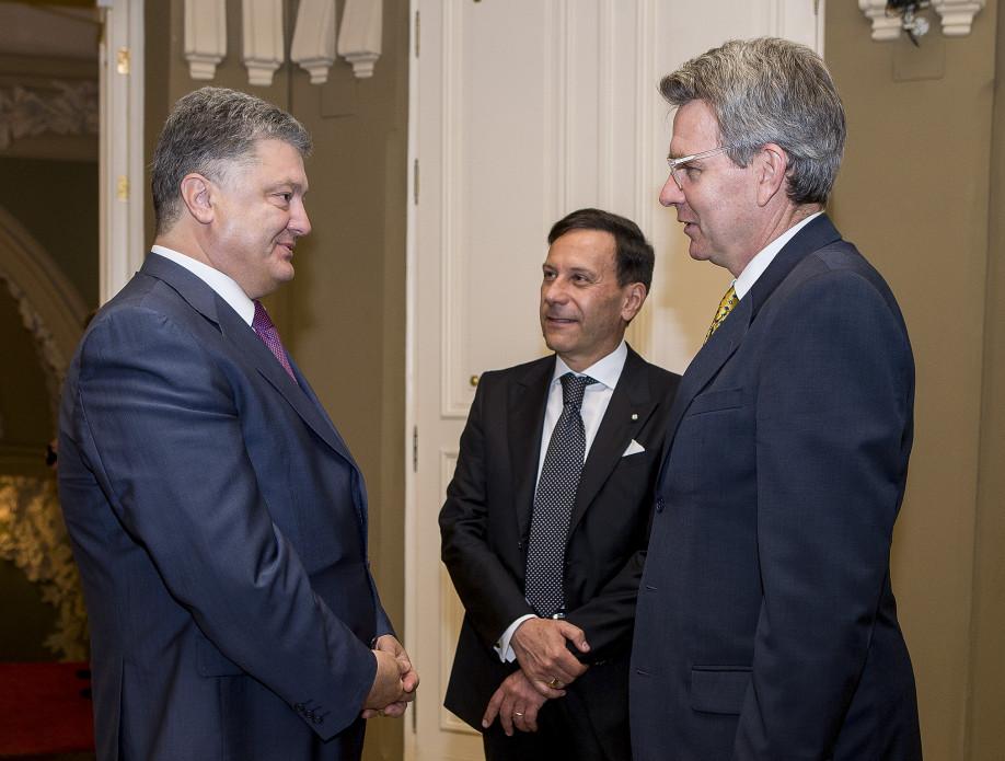Порошенко розповів послам США та Італії про загострення ситуації на Донбасі  - фото 1