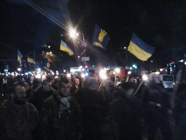 У Києві смолоскипною ходою вшанували героїв Крут - фото 4