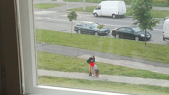 У Мінську пара зайнялася сексом прямо на тротуарі - фото 2