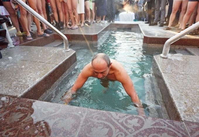 Як політики мочили голе тіло в ополонці - фото 10