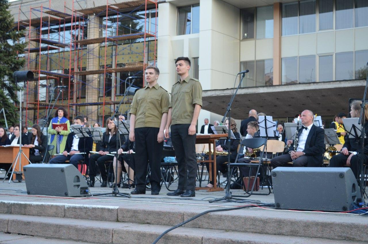 """У Миколаєві """"відгримів"""" чотирьохгодинний концерт під відкритим небом"""