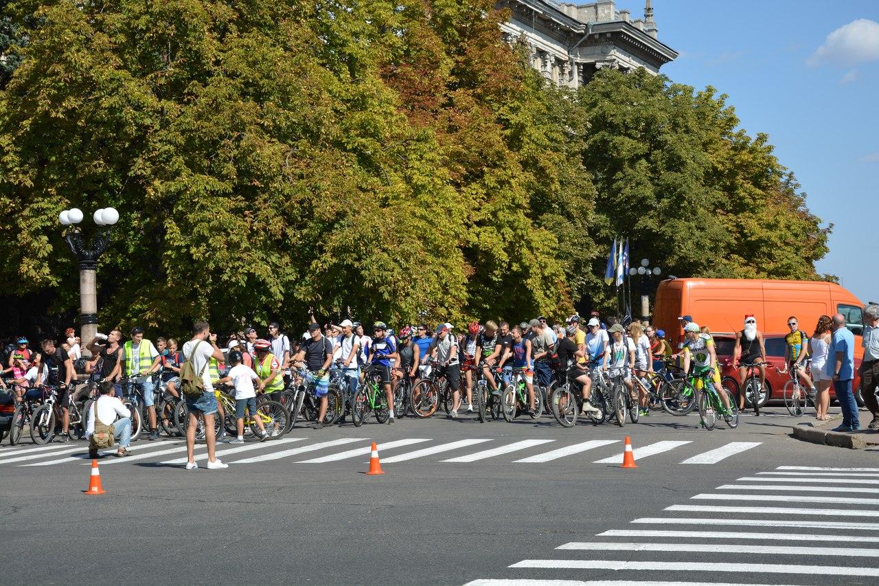 У Миколаєві більше півтисячі велосипедистів влаштували парад двоколісних - фото 4