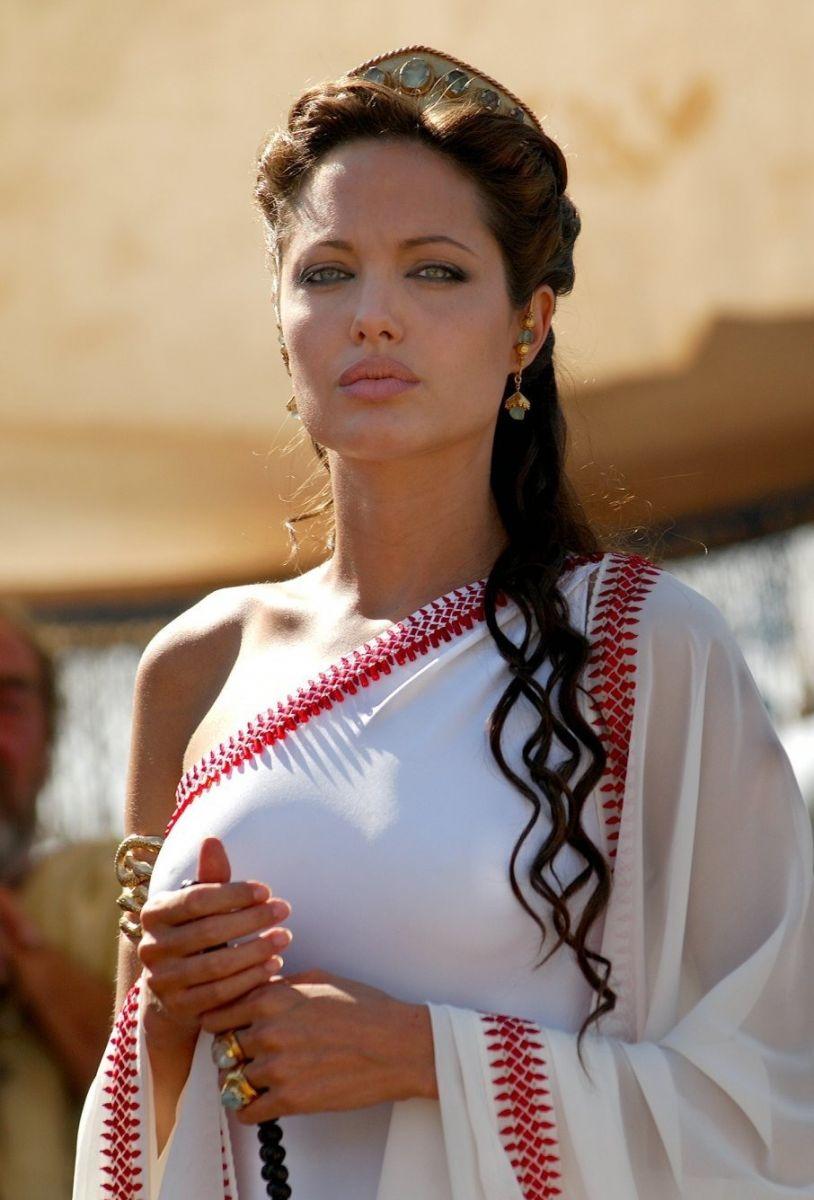 Кожній країні по Анджеліні: Як виглядають двійники Анджеліни Джолі - фото 20