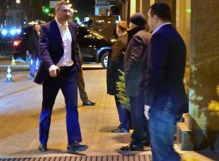 Як Володимир Кличко відзначав день народження з зірками та олігархами - фото 2