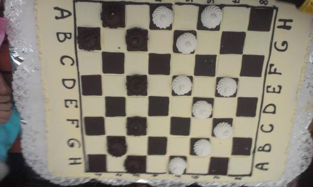 Вінницький Дід Мороз пограв в солодкі шашки зі Святим Миколаєм - фото 1