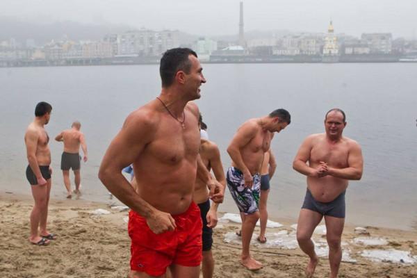 Як політики мочили голе тіло в ополонці - фото 11