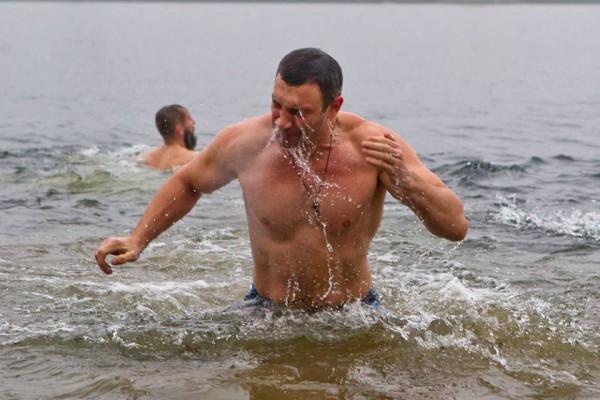 Як політики мочили голе тіло в ополонці - фото 12