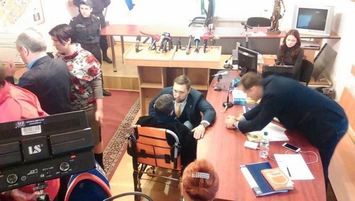 Корбана привезли до суду - фото 2